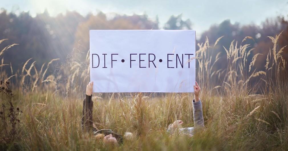 DIF·FER·ENT - Cestovateľka, fotografka, dobrovoľníčka, blogerka …